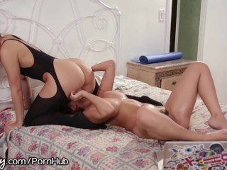 Ebony keeps riding after creampie