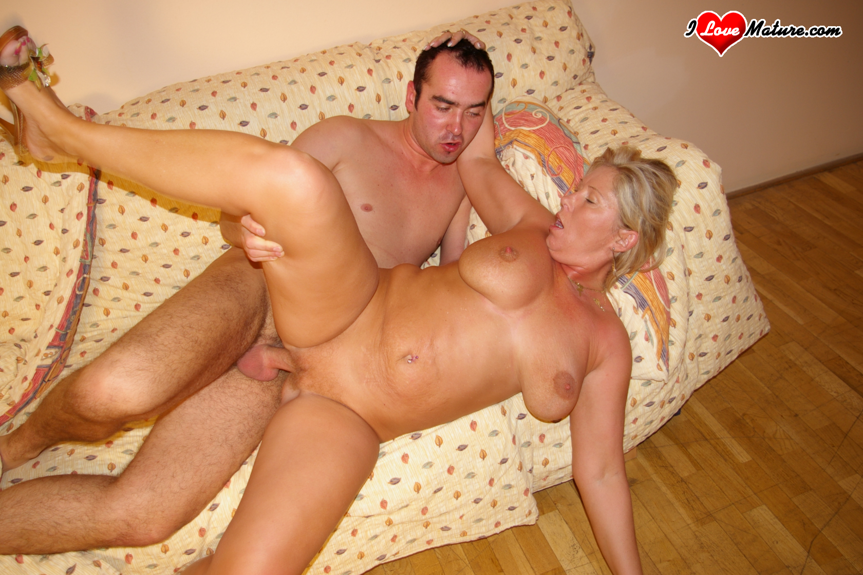 Older woman wakes getting fucked