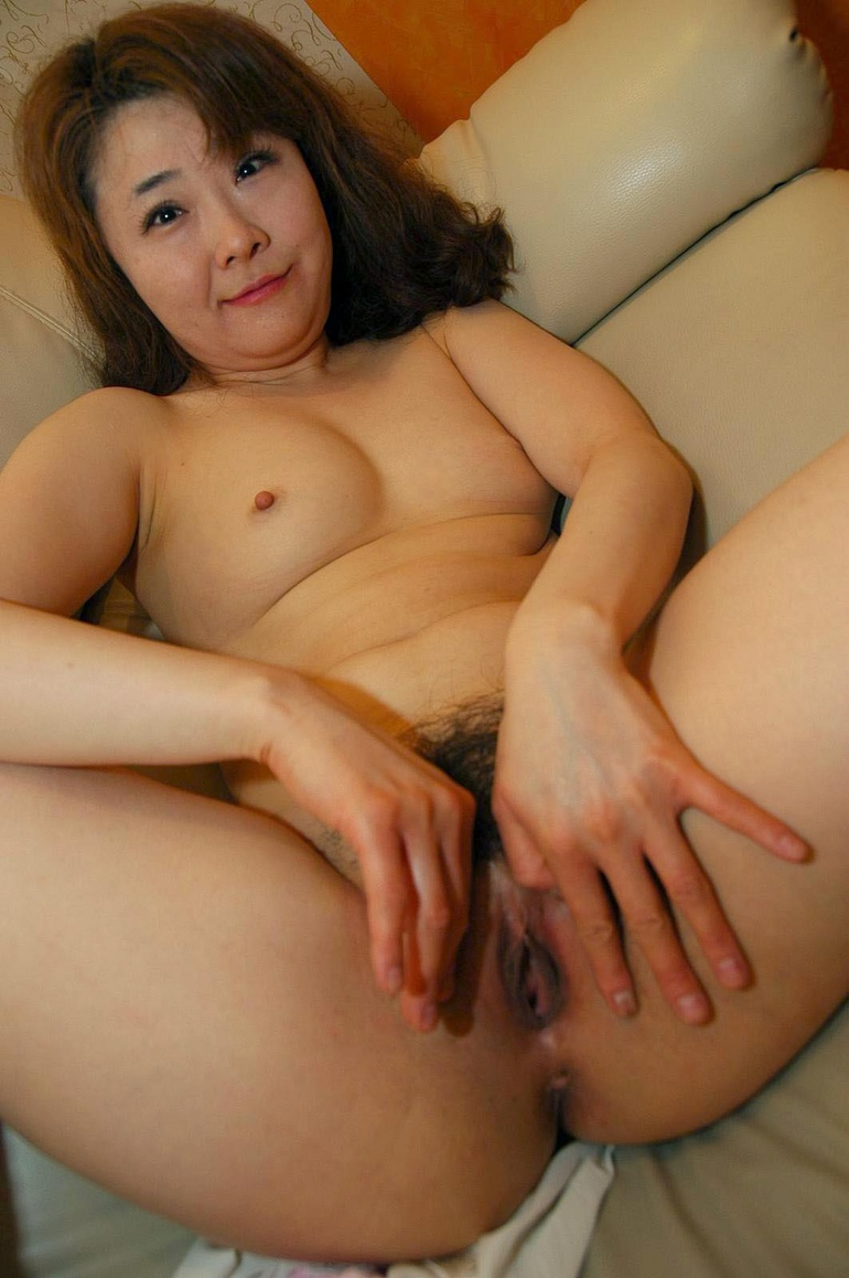 Asian tranny big ass