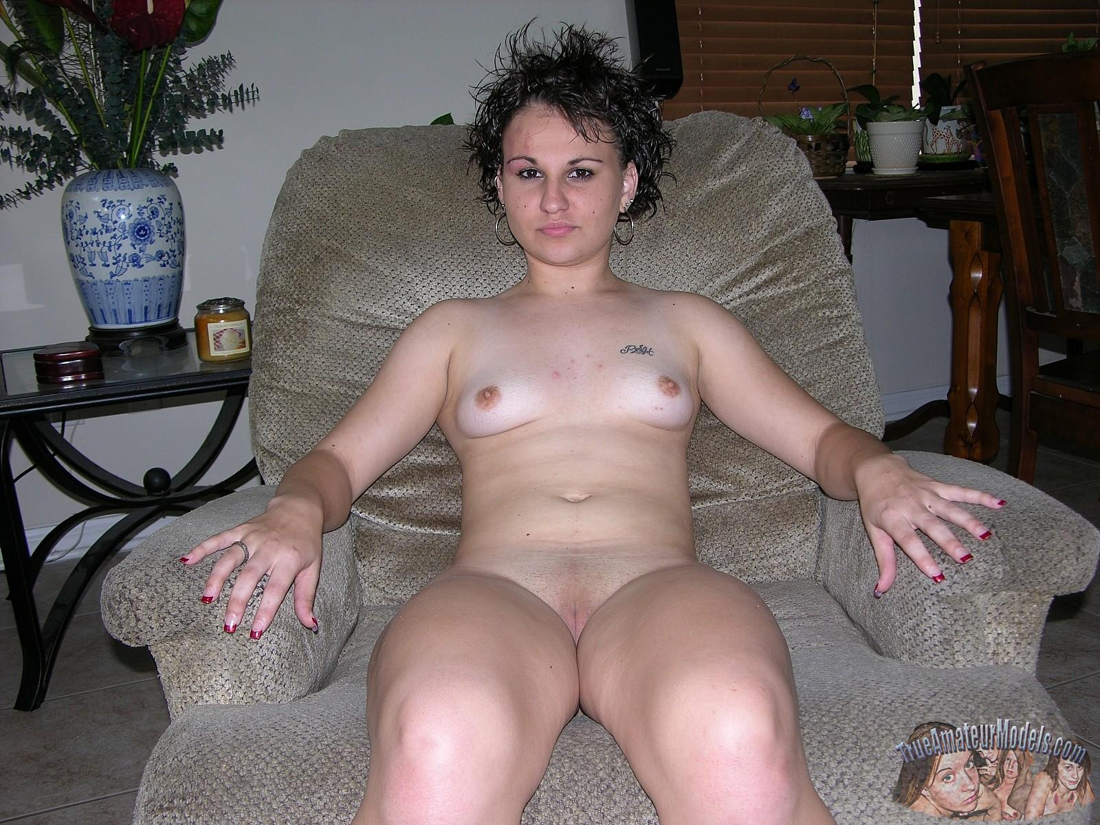 Teen chick fucked on couch